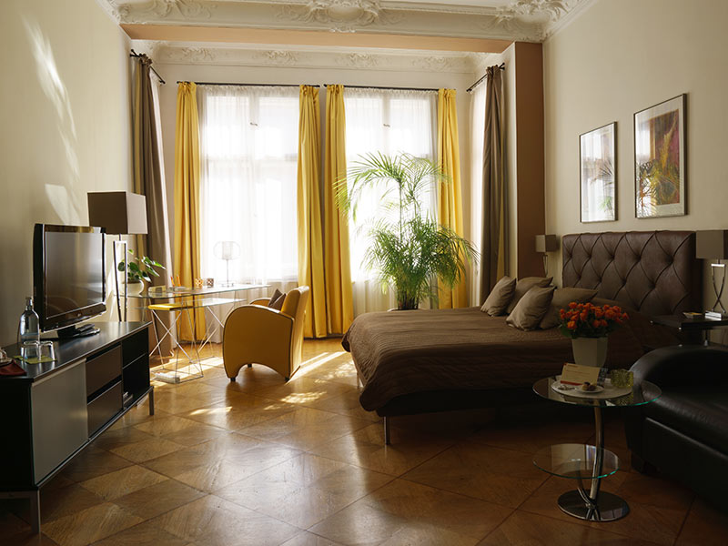 https://www.boutique-hotel-berlin.de/en/wp-content/uploads/sites/2/2016/12/modernes-zimmer-thumb.jpg