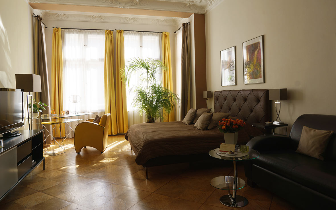 https://www.boutique-hotel-berlin.de/wp-content/uploads/2016/10/modernes-zimmer-v2-xl.jpg